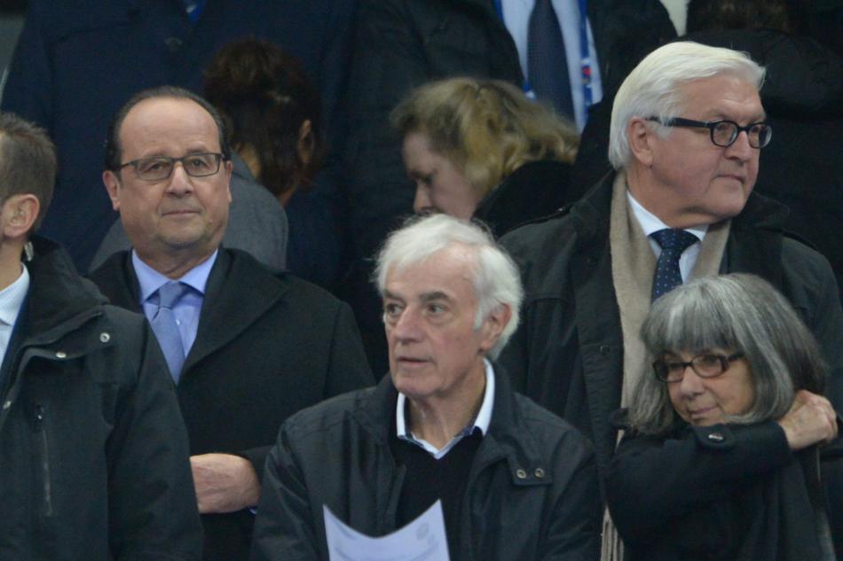 Hollande a Steinmeier během sledování zápasu. Krátce poté se ozval výbuch