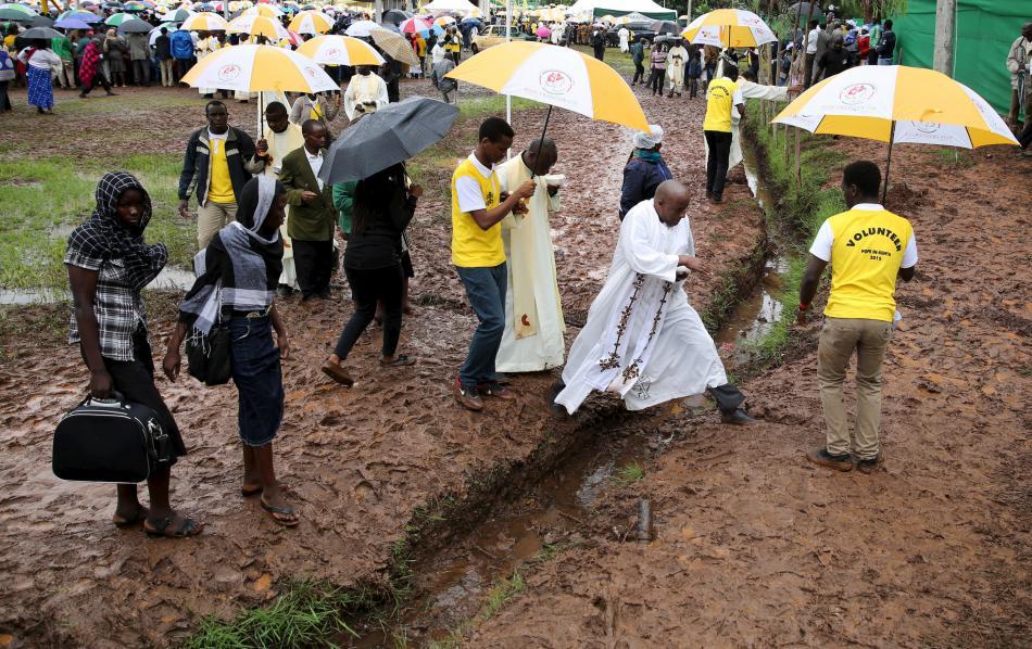 Papežovu návštěvu Nairobi poznamenalo deštivé počasí