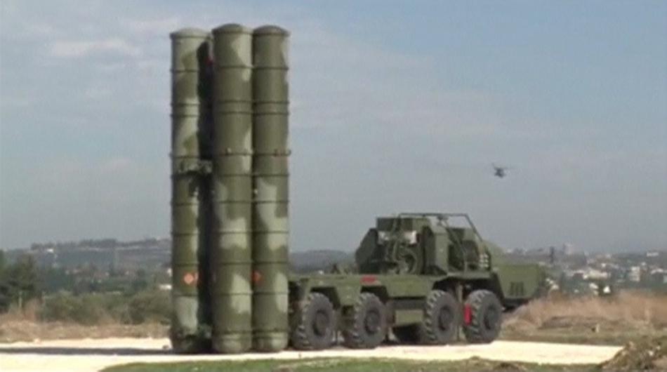 Systém S-400 umístěný na letecké základně v Sýrii