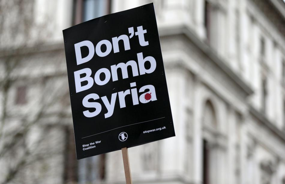 Demonstrace proti zapojení Británie do bombardování IS v Sýrii