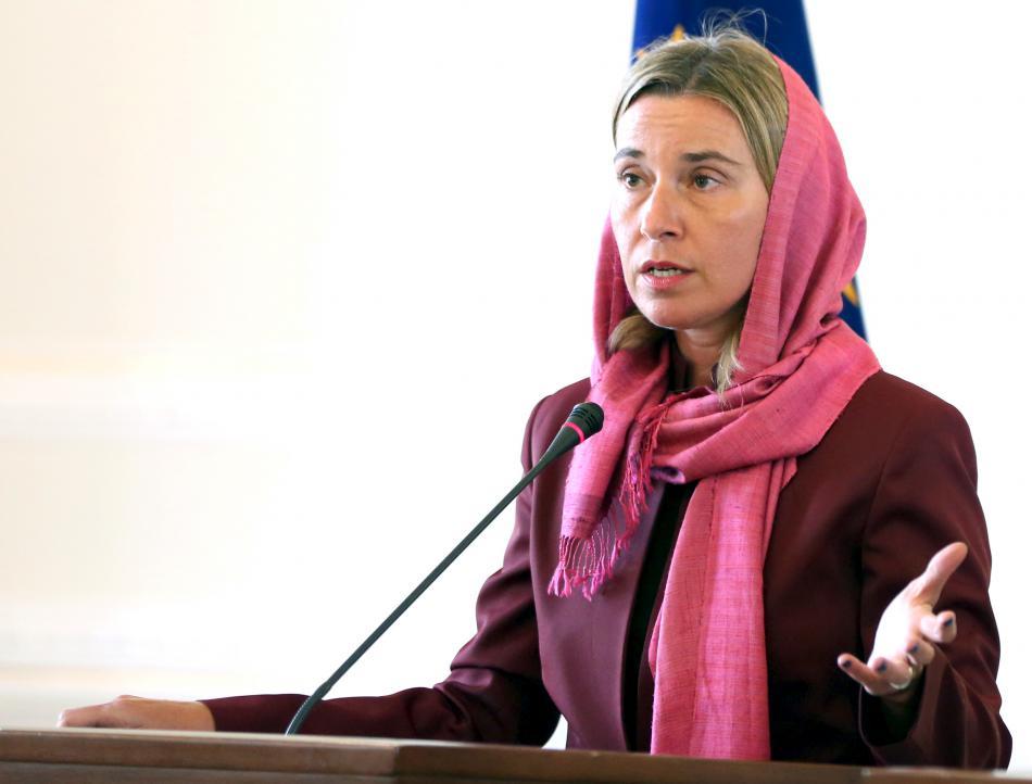 Federica Mogheriniová se v Íránu zahalila