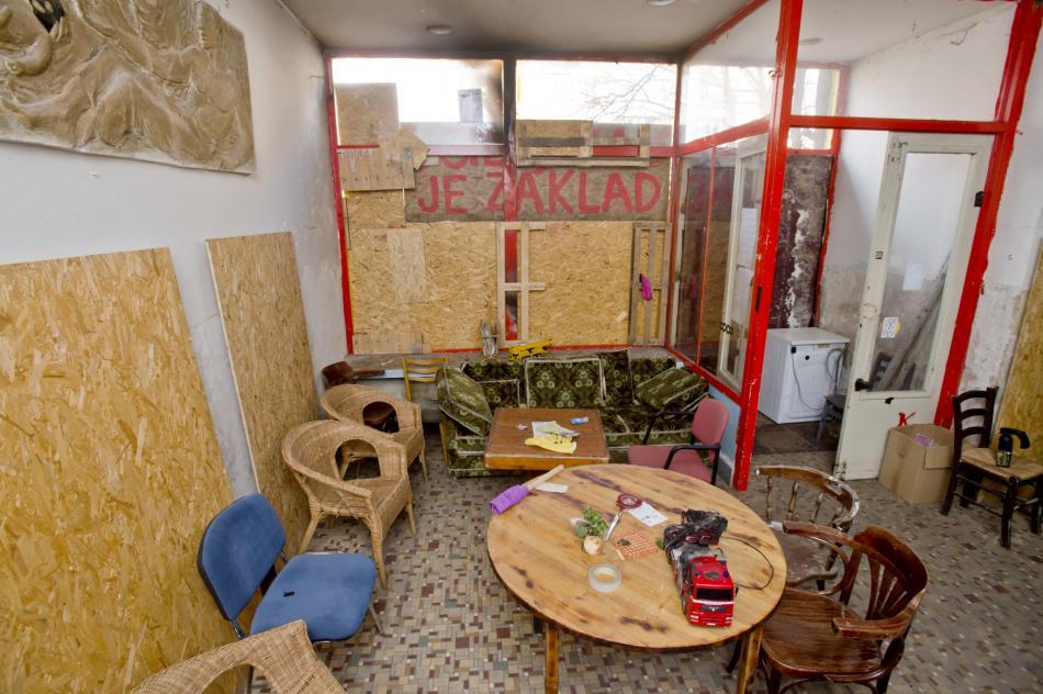 Kavárna v sociálním centru Klinika na pražském Žižkově