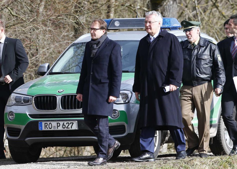Ministři Hermann a Dobrindt na místě neštěstí