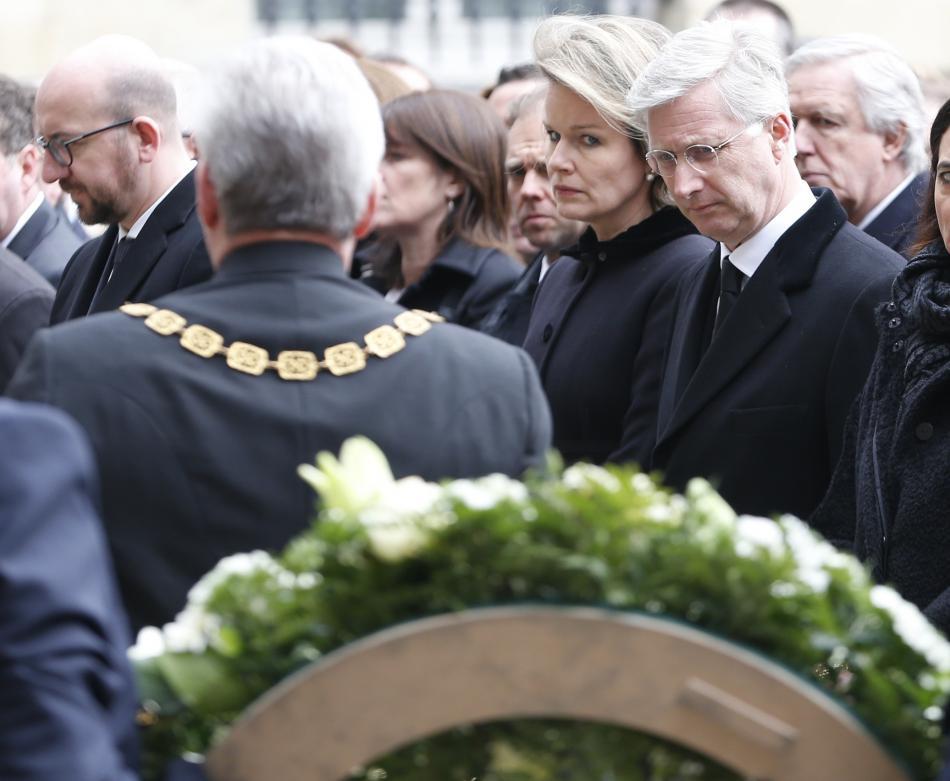 Belgický král Philippe a královna Mathilda při pietě k uctění památky obětí útoků