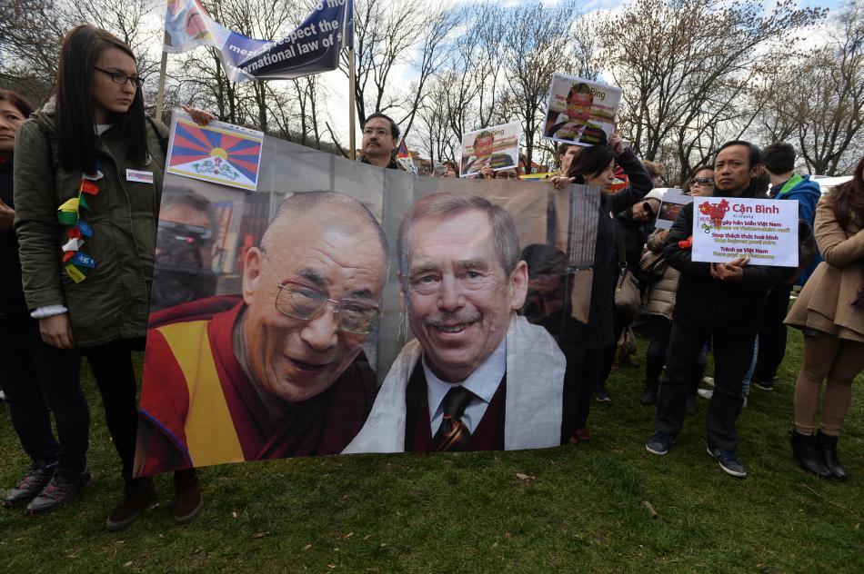 Odpůrci čínského režimu na Kampě
