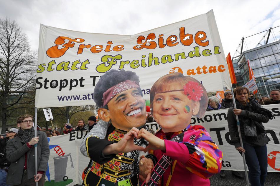 Desítky tisíc lidí protestovaly v Hannoveru proti dohodě TTIP