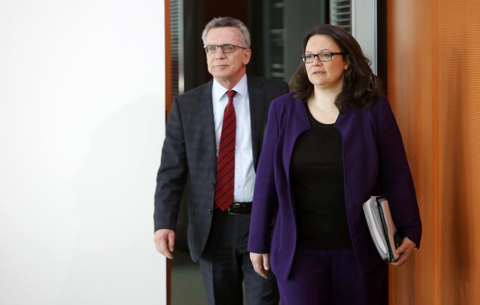 Ministryně sociálních věcí Nahlesová v doprovodu ministra vnitra de Maiziera