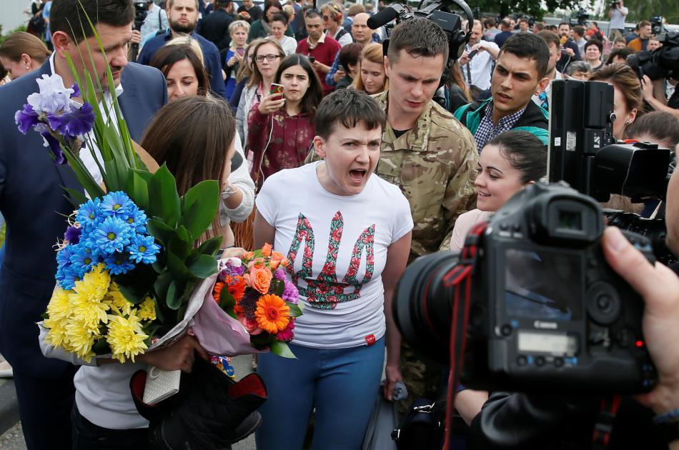Savčenková mluví s médii po příletu na letiště Boryspil