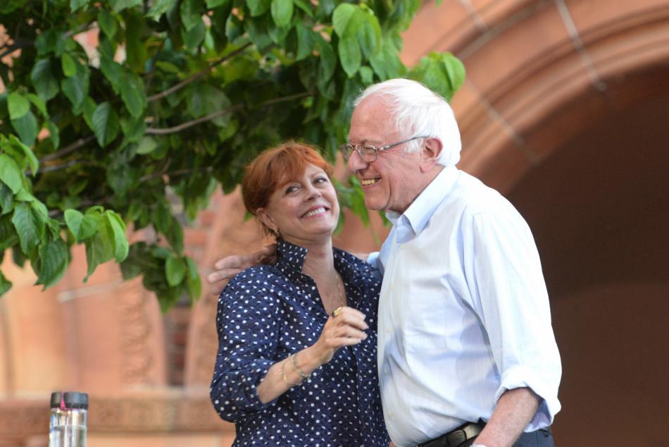 Bernie Sanders v Kalifornii se zpěvačkou Susan Sarandon