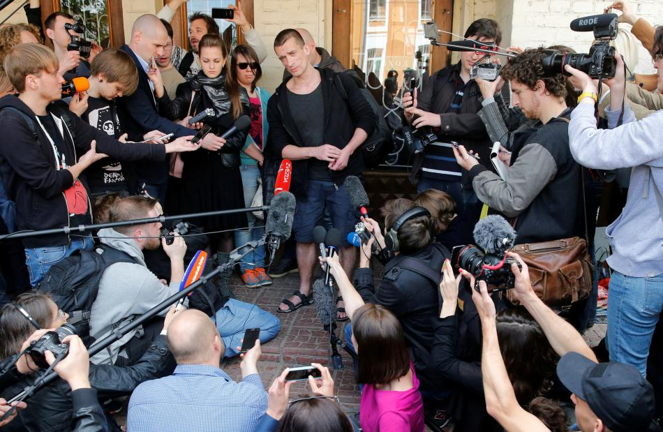 Pavlenskij hovoří po skončení soudu s novináři