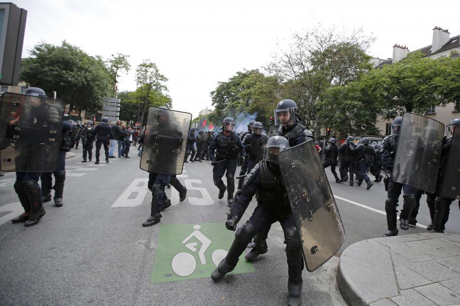 Násilnosti během demonstrací v Paříži