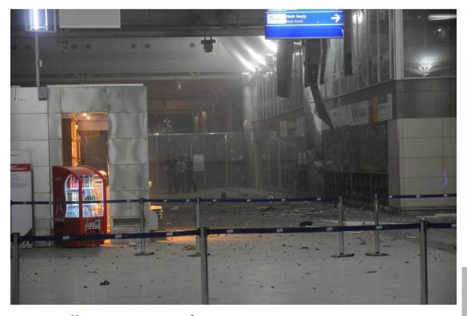 Terminál istanbulského letiště po výbuchu