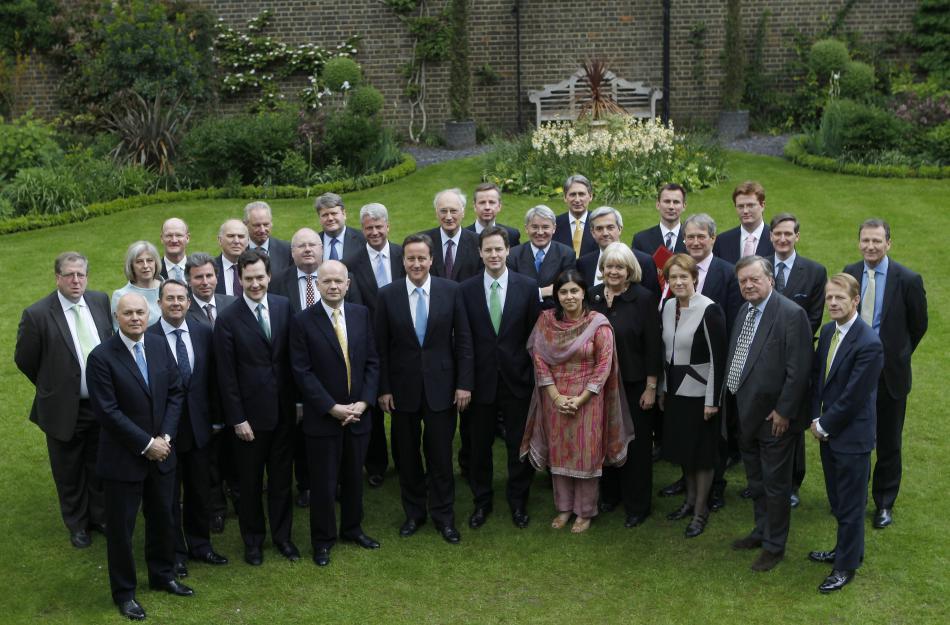 Cameronova vláda v roce 2010 (Mayová třetí zleva)