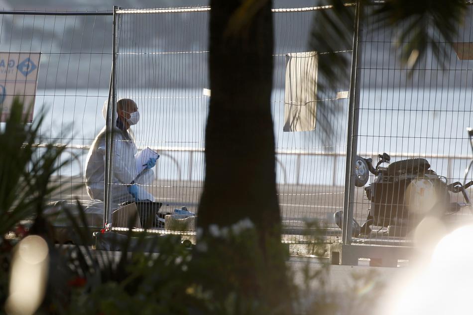 Vyšetřovatelé na promenádě v Nice