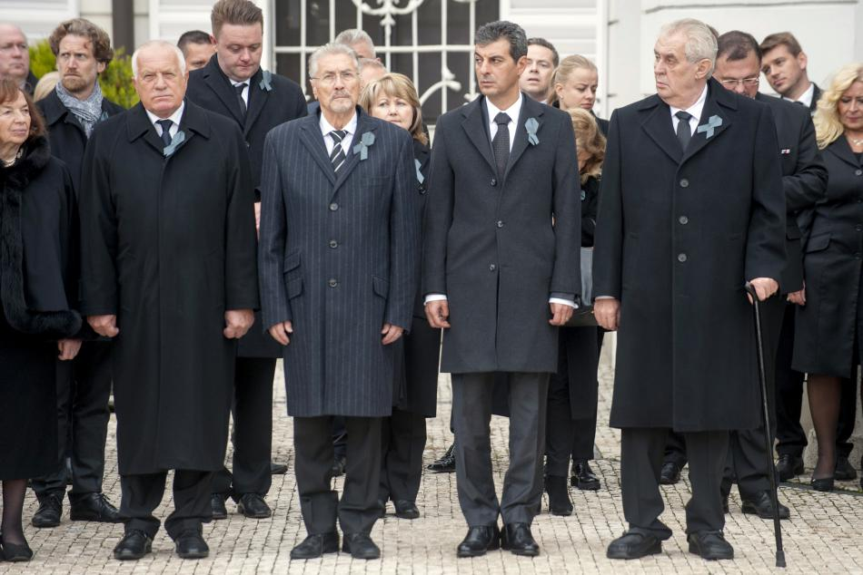 Václav Klaus a Miloš Zeman na pohřbu Michala Kováče