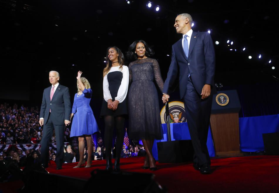 Obama s rodinou a viceprezidentem Bidenem