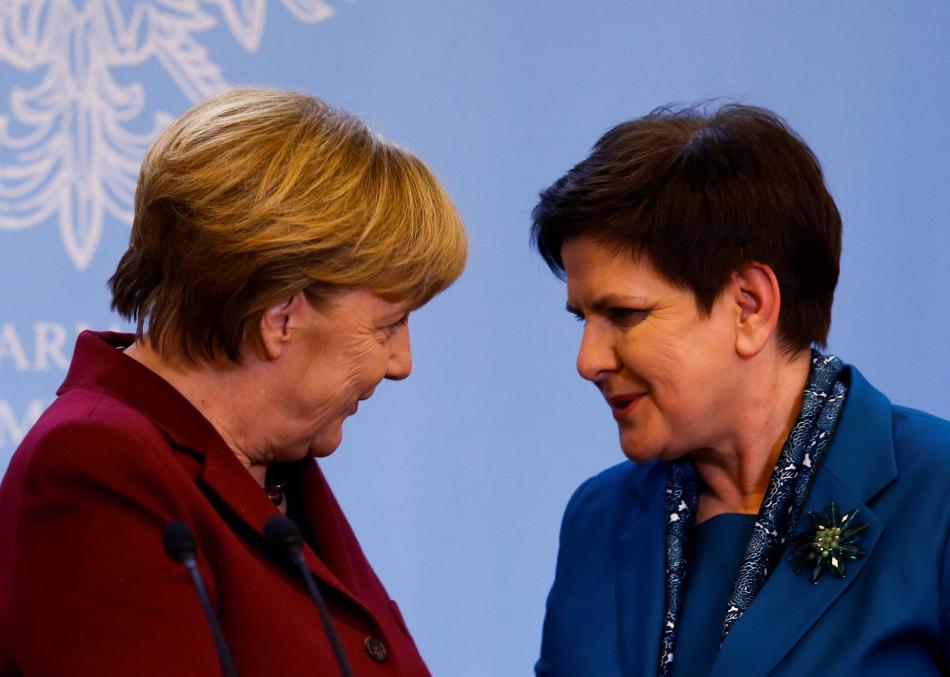 Merkelová a Szydlová během schůzky ve Varšavě