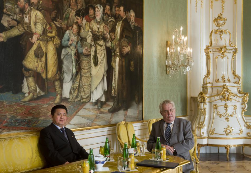 Severokorejský velvyslanec s prezidentem Milošem Zemanem
