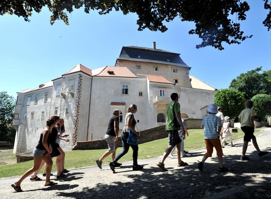 Část zámku opravovala Miroslav 15 let