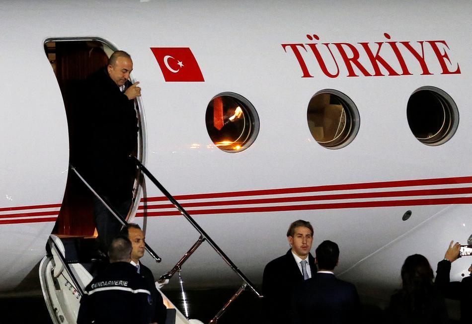 Turecký ministr zahraničí zamířil z Nizozemska do Francie