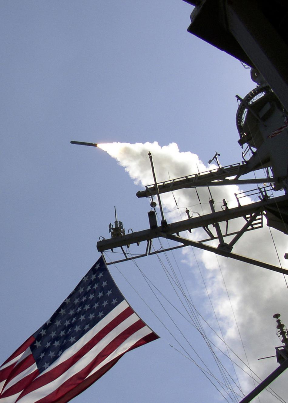 Útok vedený z amerických lodí na leteckou základnu v Sýrii