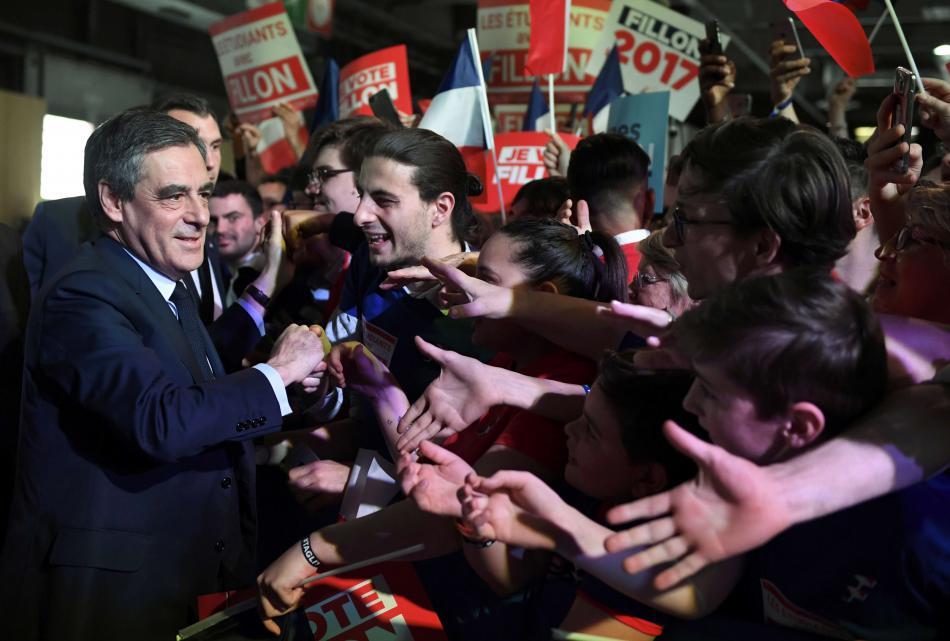 Francois Fillon zdraví své příznivce