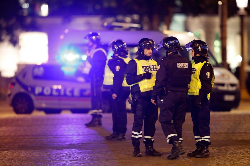 Policejní zásah na Champs-Élysées