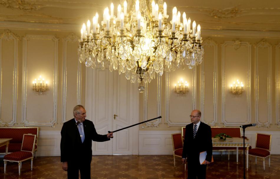Zeman a Sobotka během schůzky na Hradě