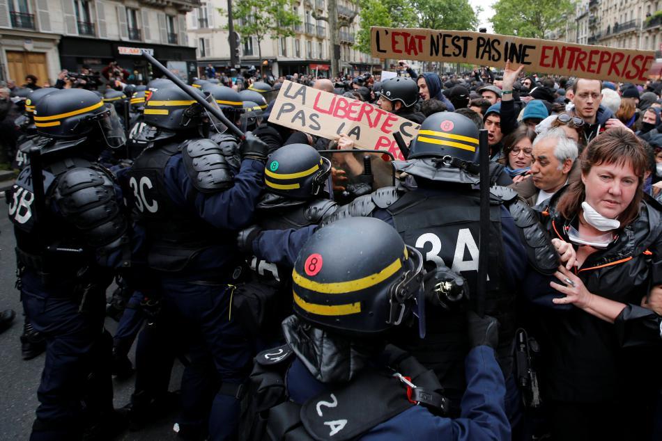 Demonstrace proti nově zvolenému prezidentovi