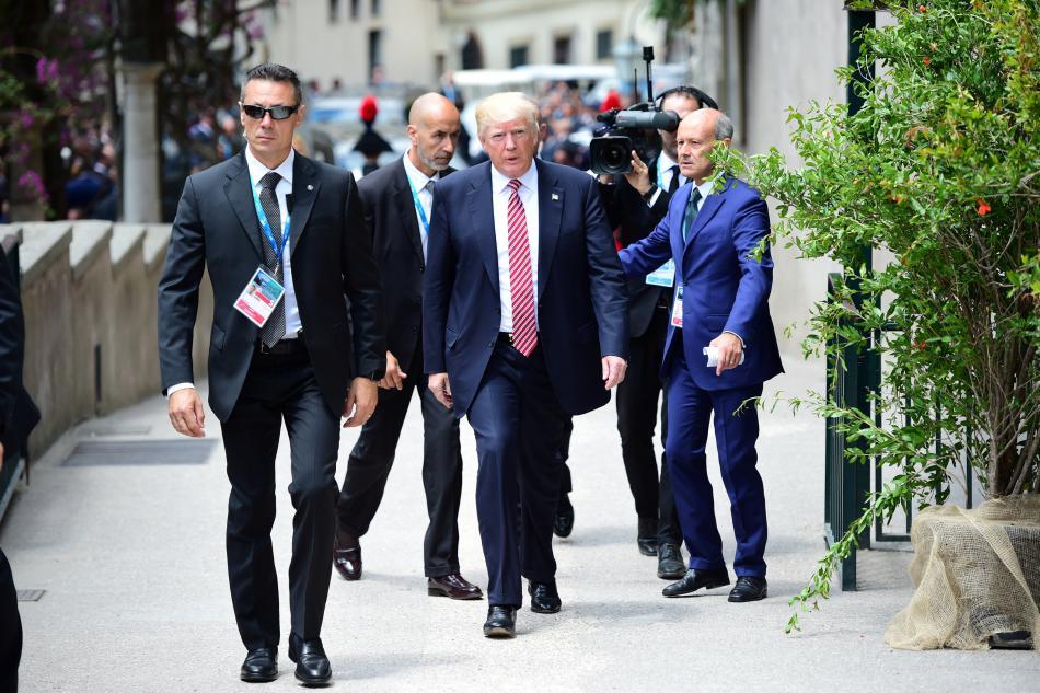 Trump přichází na jednání představitelů skupiny G7