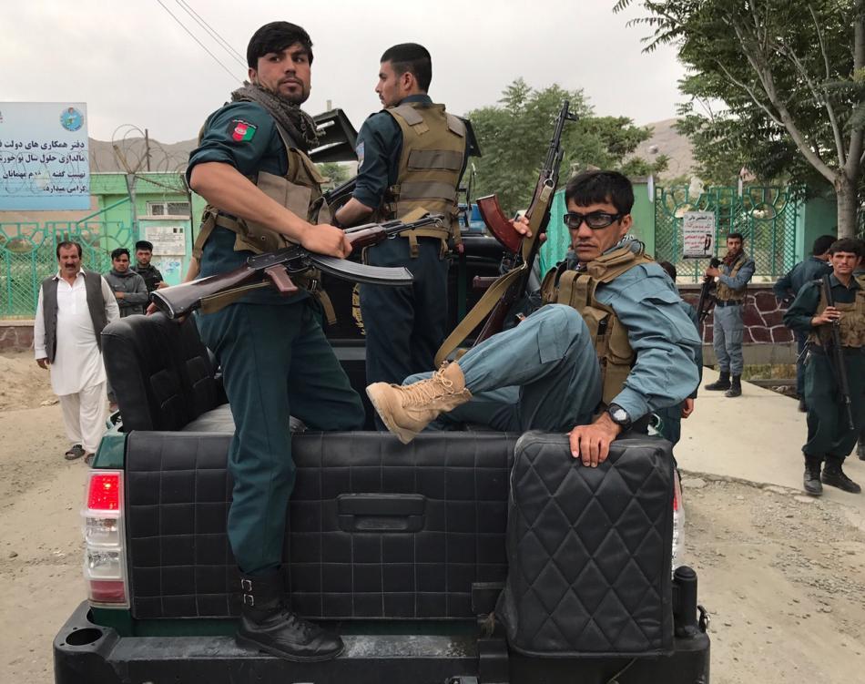 Policisté přijíždějí k místu sobotního výbuchu