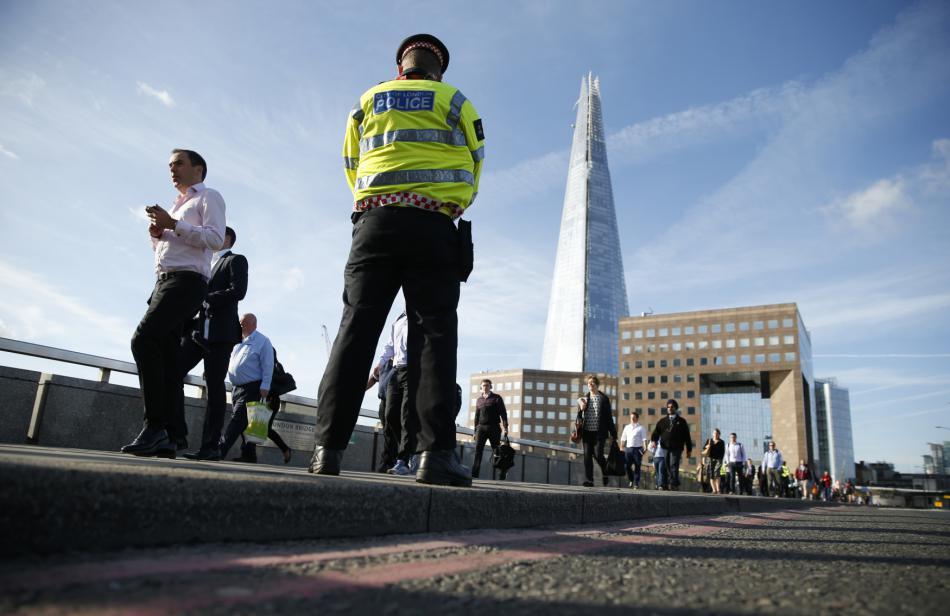 Hlídky na Londýnském mostě v pondělí ráno