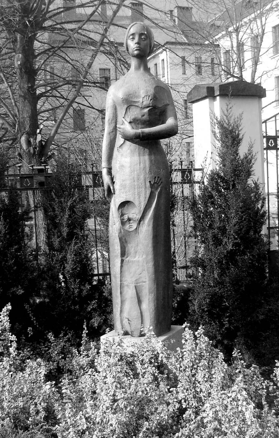 Kladenská socha Lidické matky