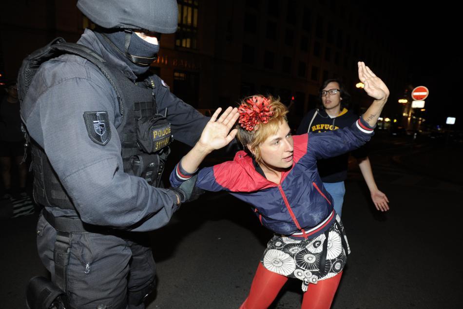 Zásah policie proti squatterům a jejich příznivcům