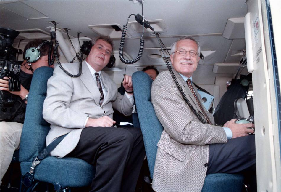 Miloš Zeman a Václav Klaus ve vrtulníku