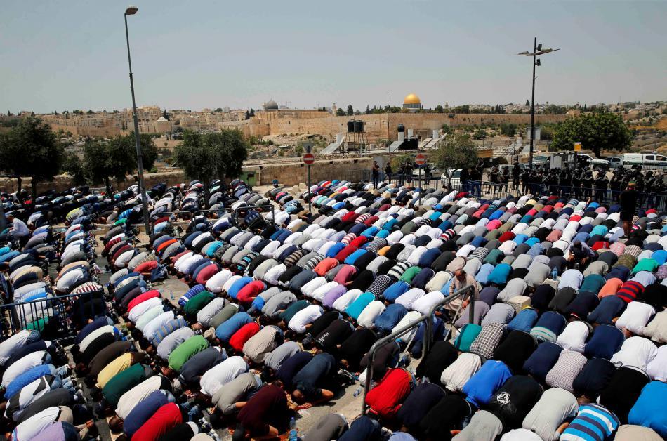 Páteční modlitby vykonali muslimové mimo mešity