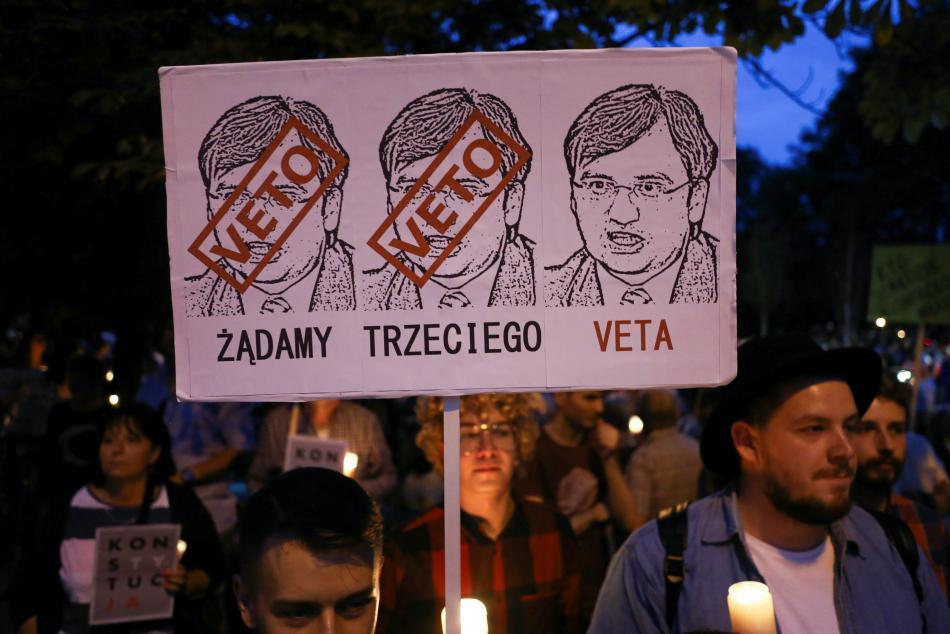 Poláci v ulicích požadovali veto všech tří částí reformy