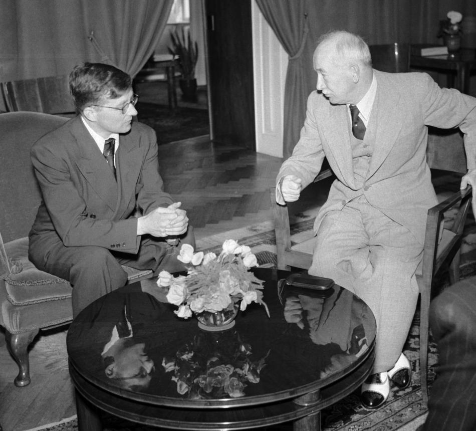 Šostakovič s prezidentem Benešem v roce 1947 během festivalu Pražské jaro