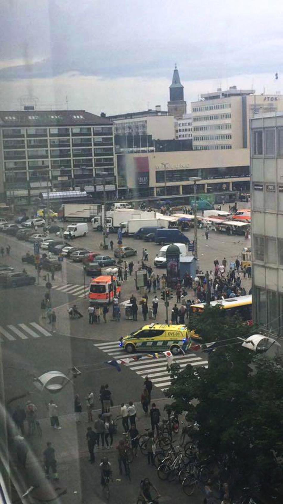 Pohled na náměstí v Turku po útoku