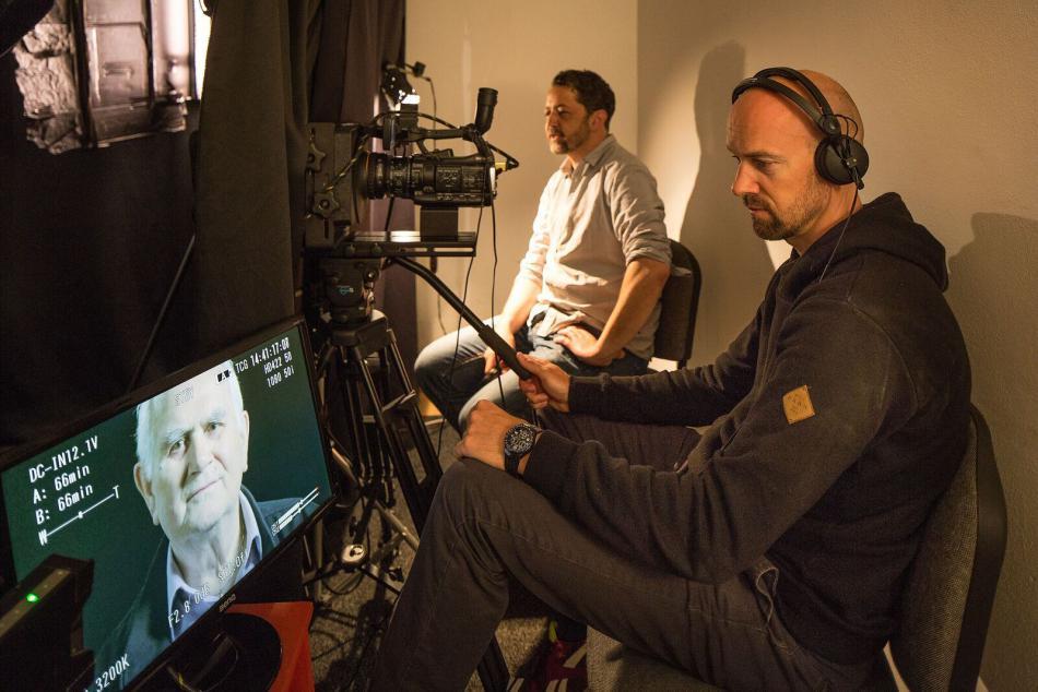 Dokumentaristé společnosti Post Bellum při natáčení pamětníků metodou Eye Direct