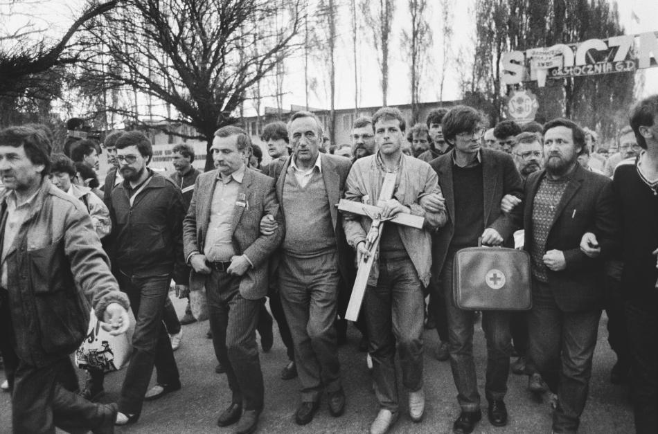 Demonstrace odborů v Gdaňsku: Vedle Walesy ve středu jde Tadeusz Mazowiecki