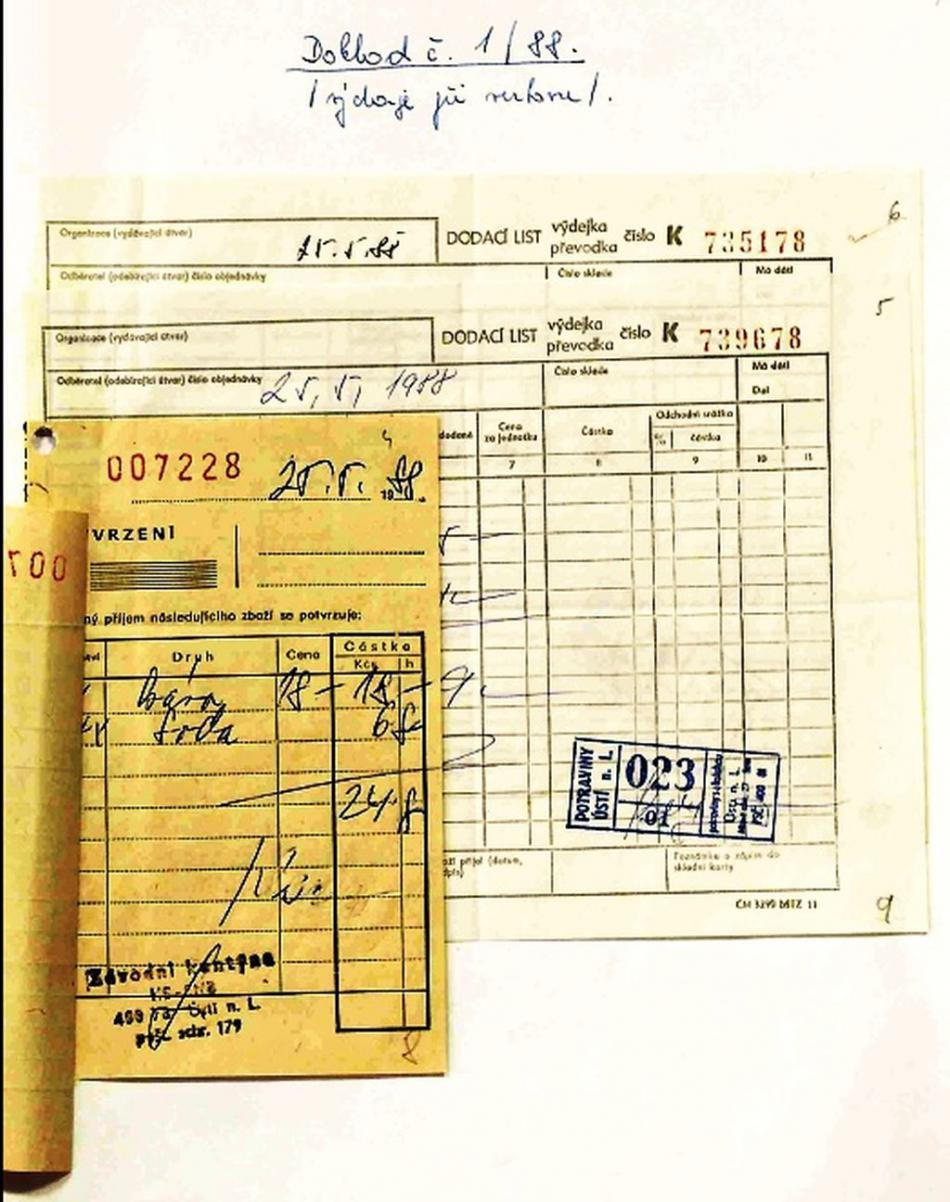 Účet za kávu a sodovku, který agent StB zaplatil 25. května 1988 při schůzce, na které se Jiří Imlauf stal agentem Vianem