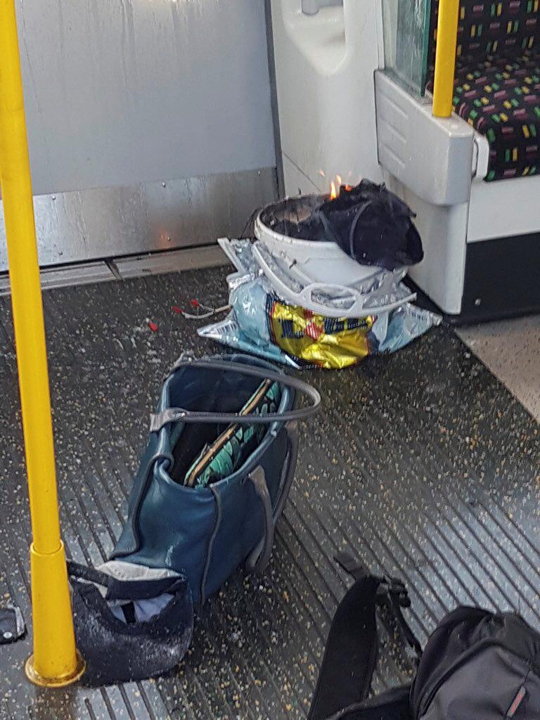 V metru zřejmě explodoval obsah kbelíku