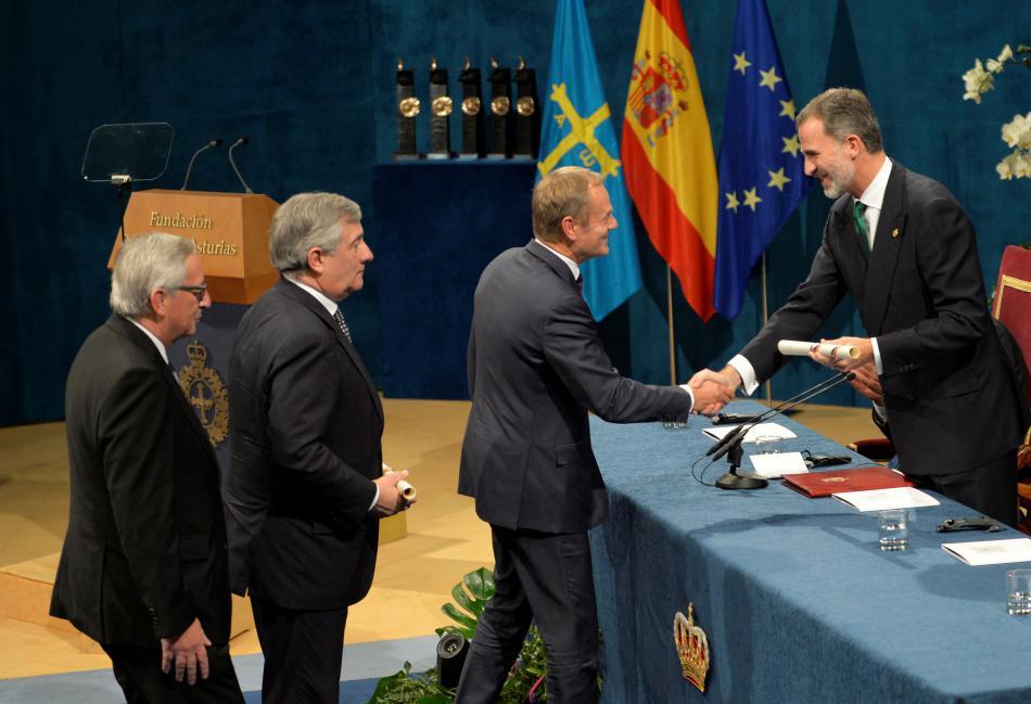 Lídři unijních institucí přebírají ocenění pro EU od španělského krále Filipa