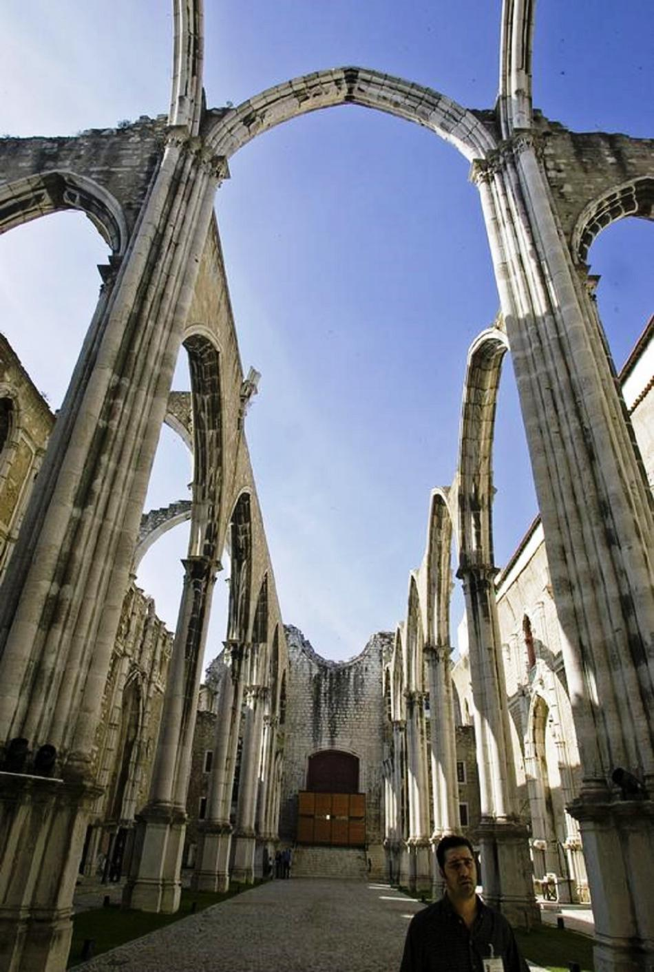 Zbytky kláštera Convento do Carmo zničeného při zemětřesení