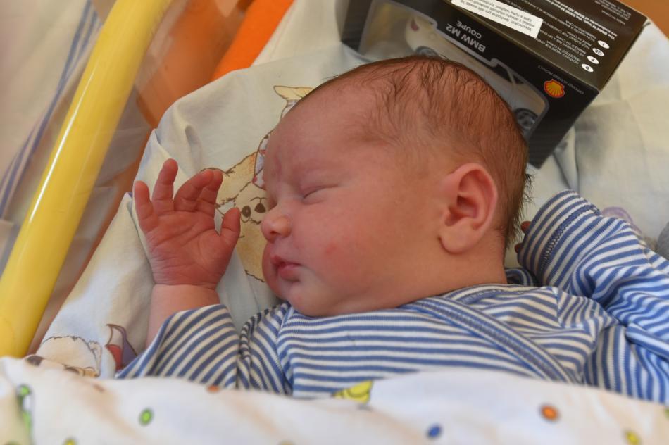 Jakub Hrabal se narodil se v první minutě roku 2018 v porodnici v Kadani