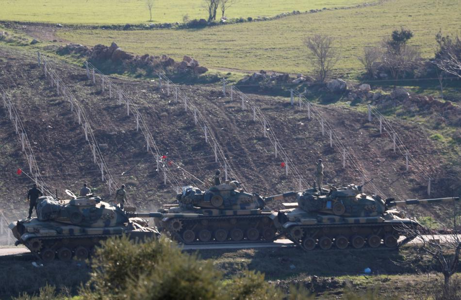 Turecké tanky u hranic se Sýrií