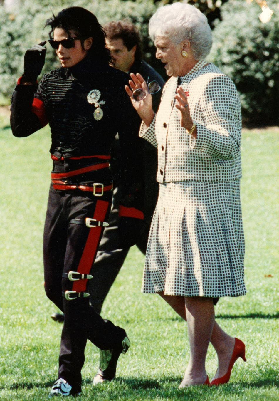 Barbara Bushová s Michaelem Jacksonem v zahradách Bílého domu