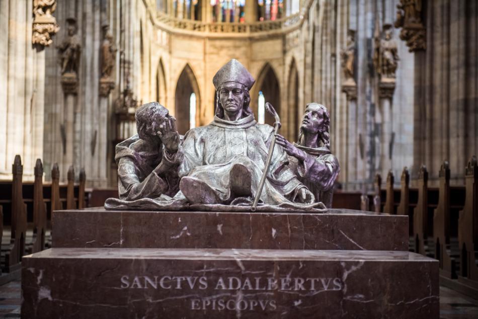 Sousoší svatého Vojtěcha, Radmila a Radly