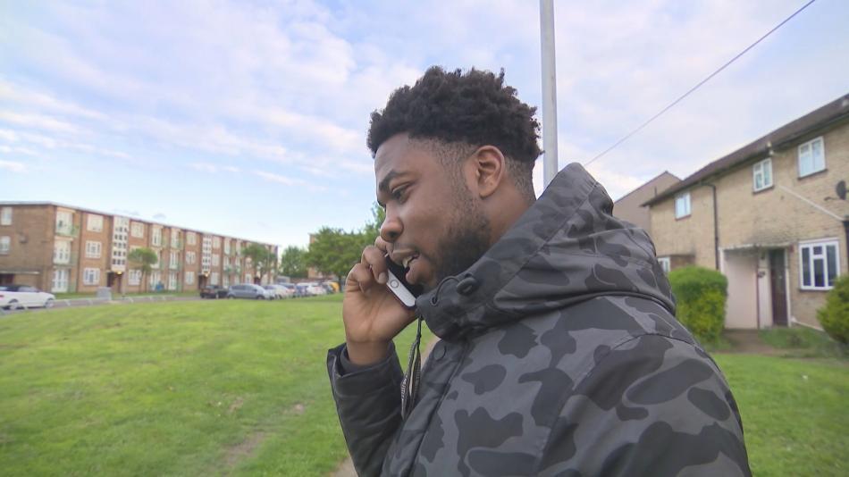 Malcolm Parker varuje mladé Londýňany před životem v gangu